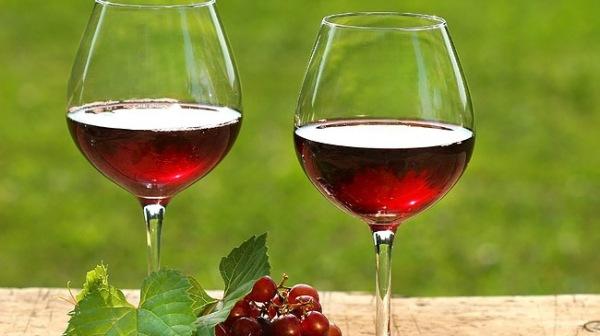 Có nên uống rượu vang khi đang dùng kháng sinh?