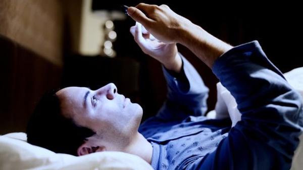 Những căn bệnh dễ mắc phải nếu bạn là 'nô lệ' của điện thoại